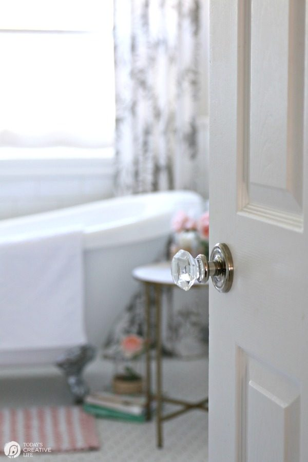 Budget Friendly Bathroom Decorating | Bathroom Refresh | White and Bright BAthroom Ideas | Bathroom belongs to YourHomebasedMom.com | TodaysCreativeLife.com