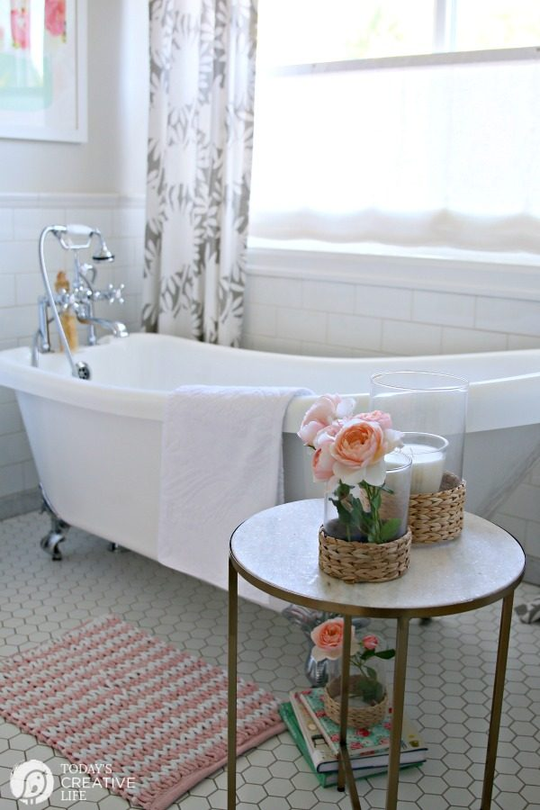 Budget Friendly Bathroom Decorating | TodaysCreativeLife.com