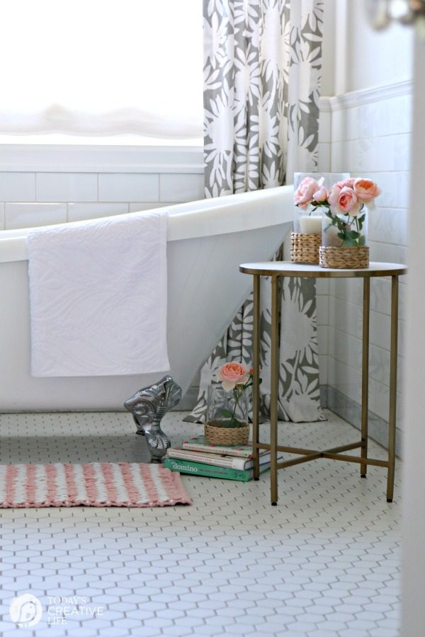 Budget Friendly Bathroom Makeover | TodaysCreativeLife.com