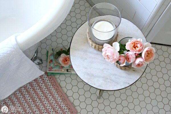 Budget-Friendly Bathroom Decorating Ideas | TodaysCreativeLife.com