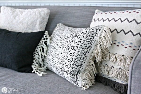 Simple Fall Decorating Ideas   Neutral black and white decorative Pillows   TodaysCreativeLife.com