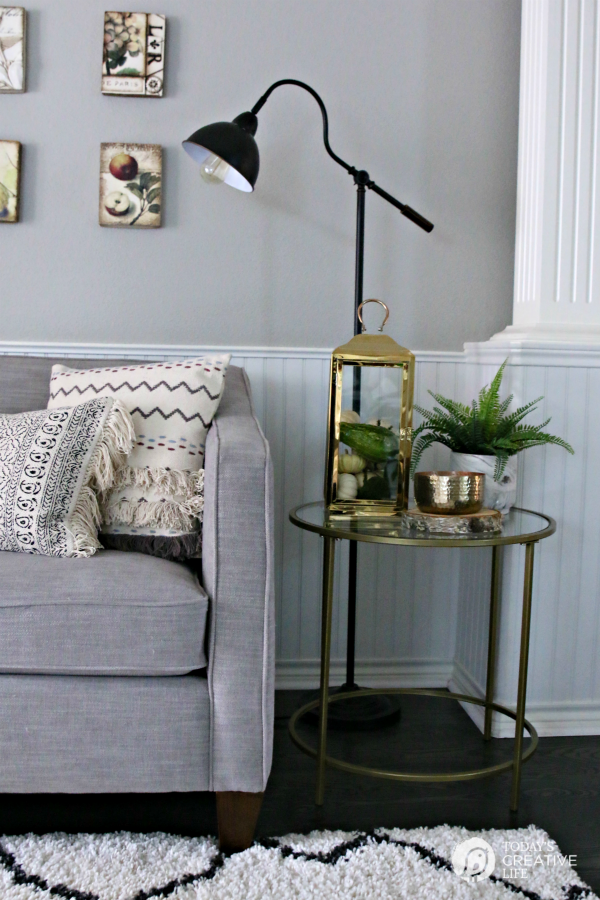 Simple Fall Decorating Ideas   Decorating a Side Table   TodaysCreativeLife.com