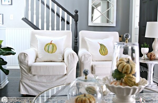 Simple Fall Table Decor | Easy fall home decor | Decorating for fall | Inexpensive ways to decorate for fall | Table Centerpiece | TodaysCreativelife.com