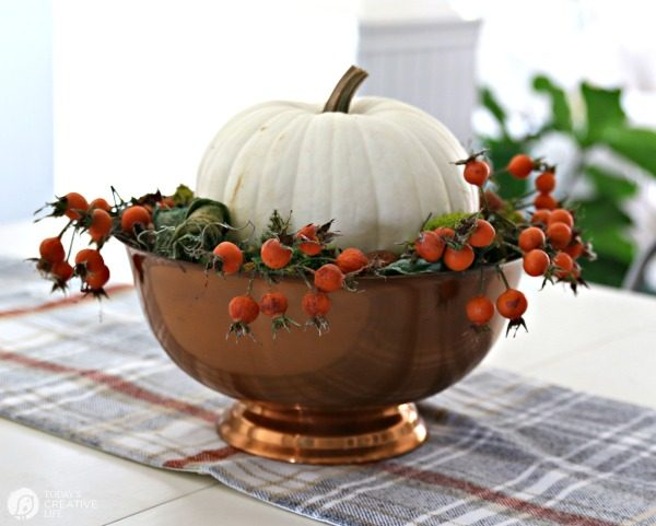 Simple Fall Table Centerpiece Ideas | TodaysCreativeLife.com