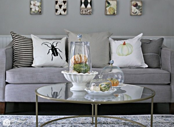 Simple Fall Table Decor | Easy fall home decor | Easy Centerpiece Ideas | Decorating for fall | Inexpensive ways to decorate for fall | Table Centerpiece | TodaysCreativelife.com