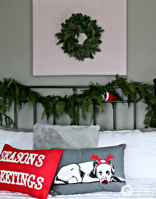 Guest Bedroom Holiday Makeover | Wall Art for Holiday Bedrooms \ TodaysCreativeLife.com