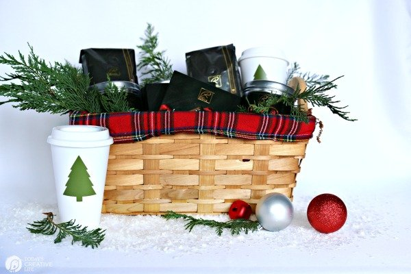 Holiday Gourmet Food Gift Basket DIY | TodaysCreativeLife.com
