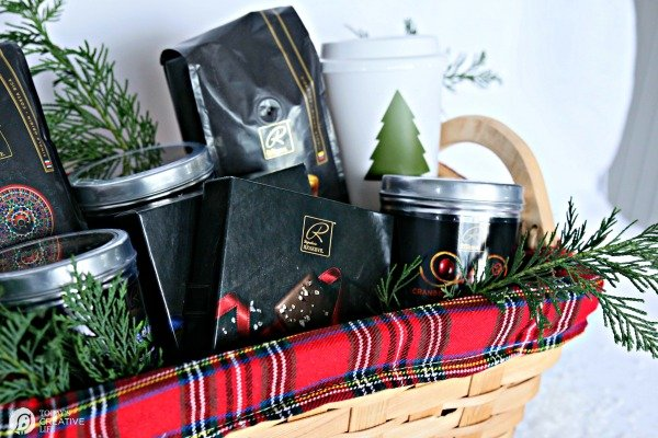 Easy Holiday Gift Basket with Signature RESERVE gourmet products | TodaysCreativeLIfe.com