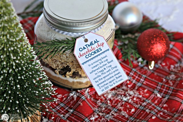 Cookie mix in a jar gift | Oatmeal Cookie Mix and Recipe | Free printable Tag | TodaysCreativeLife.com