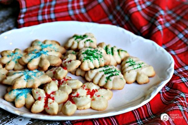 Cream Cheese Spritz Christmas Cookies Recipe | TodaysCreativeLife.com