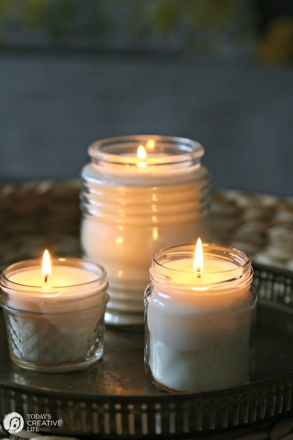 Natural DIY soy wax candles | TodaysCreativeLife.com