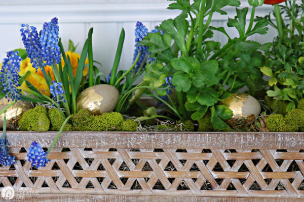 Easter Centerpiece with gold Eggs | TodaysCreativeLife.com