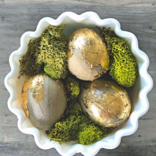 DIY Gold Leaf Eggs | How to make a Golden Egg | Easter Egg Decorating Ideas | TodaysCreativeLife.com
