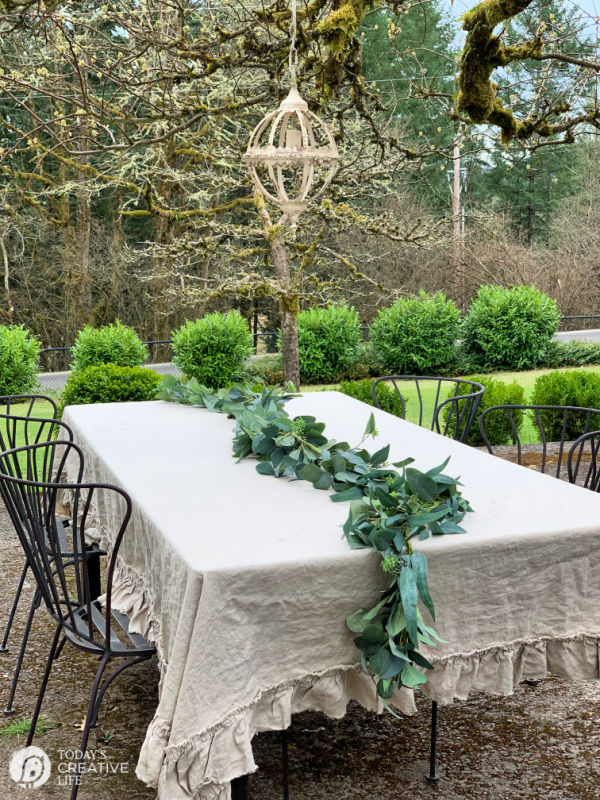 EAsy Outdoor Centerpiece | TodaysCreativeLife.com