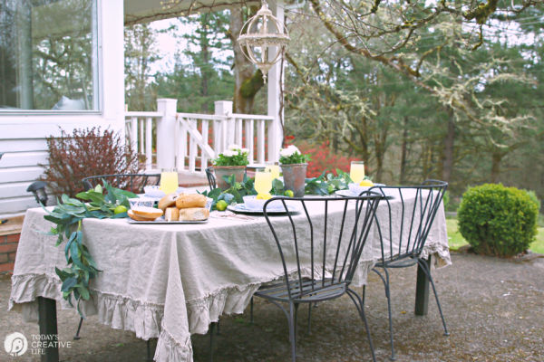 Decorating your outdoor Table | TodaysCreativeLife.com