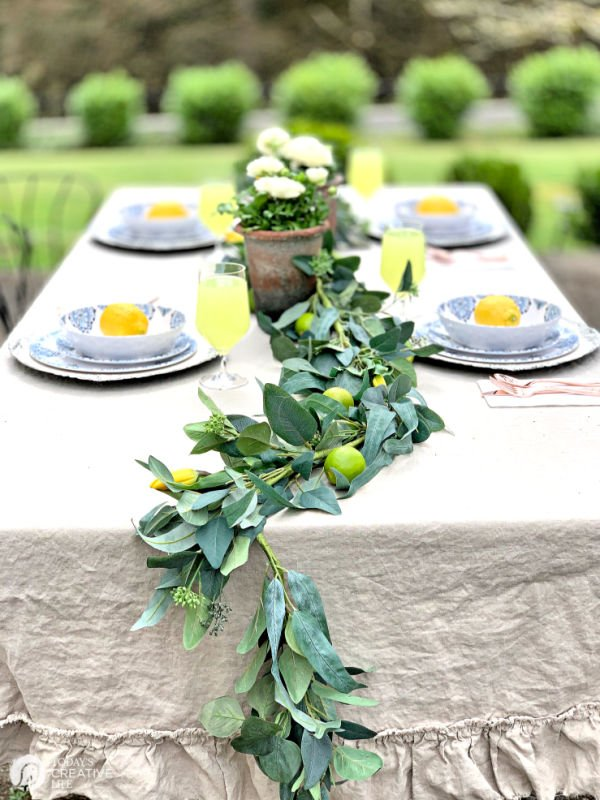 Citrus and greens table runner | TodaysCreativeLife.com