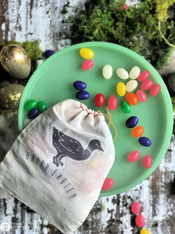 DIY Easter Gift Bags | Iron-on Transfer Paper Gift ideas | TodaysCreativeLife.com
